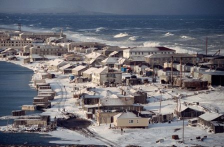 Uelen an der Küste der Beringsee
